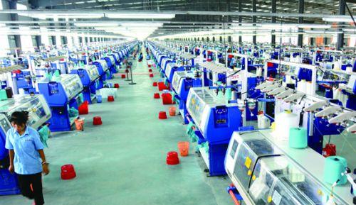 图3:总投资10亿元的高科技企业——泰然纺织生产车间