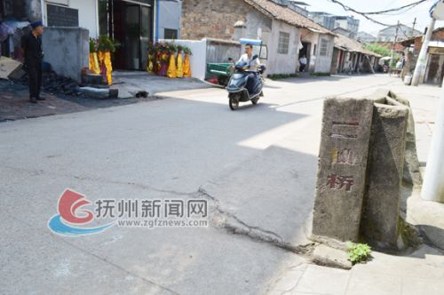 古老的二仙桥只剩下一截护栏-