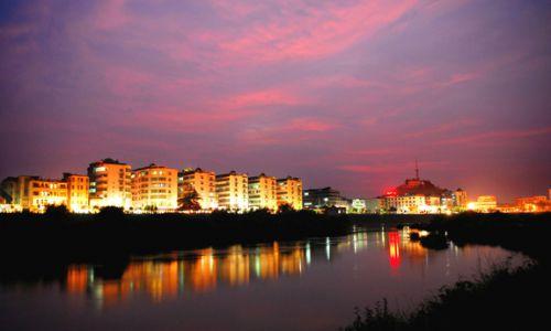 县城区沿河夜景