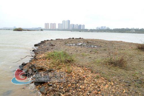 千金陂南端分水口处,左侧为干港,右侧为抚河主河道-