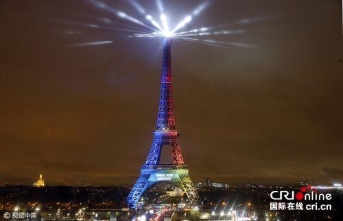 法国埃菲尔铁塔点亮奥林匹克会旗灯光