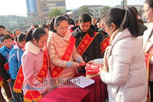 东乡县爱心企业资助家庭贫困优秀学生