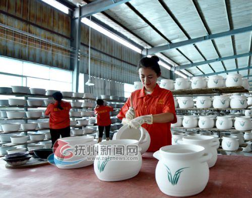 升级发展的耐热陶瓷产业DSC_3351-
