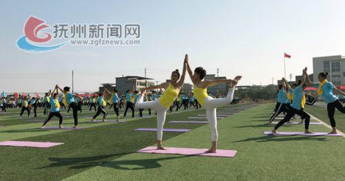 瑜伽运动受到我市女性市民青睐