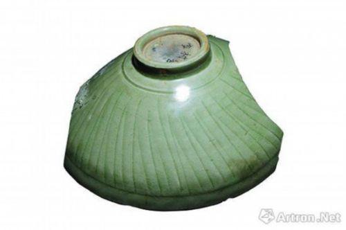 图9 龙泉窑珠光青瓷,外刻线纹