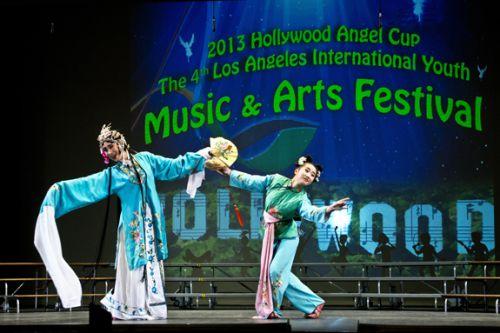 在国际青少年文化艺术节颁奖典礼上临川一中学生获好莱坞天使杯1