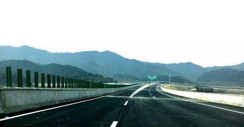 资溪花山界至里木高速公路