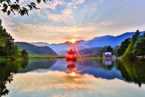 麻姑山双龙湖(艾明秀摄)
