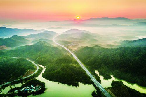 12、抚吉高速和322国道相伴而行——王庆华 摄